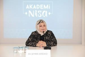 """Akademi Nisa'nın İlk Dersinde """"Kadının Siyasetteki Yeri"""" Konuşuldu"""