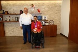Dünya Paralimpik Şampiyonu Engelli Millî Okçu Yiğit Caner Aydın'dan Başkan Hasan Can'a Ziyaret