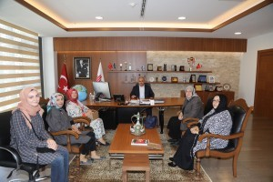 AK Parti Genel Merkez Kadın Kolları Başkan Yardımcısı İffet Polat ve Uluslararası Fatıma Derneği Başkanı Kevser Şamlı'dan Başkan Hasan Can'a Ziyaret