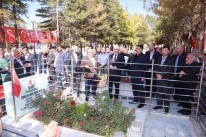 Başkan Hasan Can ve Ümraniye'den Kalabalık Bir Heyet 15 Temmuz Kahramanı Ömer Halisdemir'in Kabrini Ziyaret Etti
