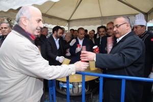 Başkan Hasan Can, Cuma Namazı Sonrasında Ümraniye Sondurak Camii'nde Vatandaşlara Çorba İkram Etti