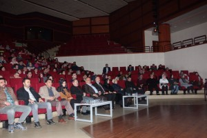 Başkan Hasan Can Alamut İsimli Tiyatro Oyununu Seyretti