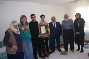 Başkan Hasan Can 15 Temmuz Gazisi Hüseyin Erdoğan'ın Ailesini Ziyaret Etti