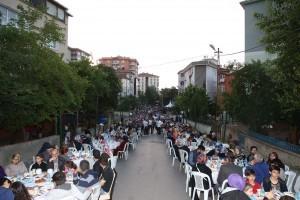 Aşağı Dudullu ve Adem Yavuz Mahalle Sakinleri İftarda Bir Araya Geldi