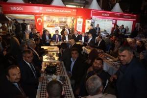 Başkan Hasan Can, Ramazan Etkinlik Alanındaki Serhat İlleri Derneğinin Stantını Ziyaret Etti