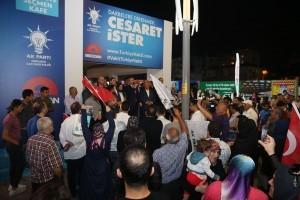 AK Parti İstanbul İl Başkanı Bayram Şenocak, Alemdağ Caddesi'ndeki AK Parti Ümraniye Seçmen Kafe'yi Ziyaret Etti