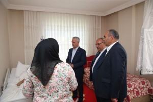 AK Parti Genel Başkan Yardımcısı Mustafa Ataş ve Başkan Hasan Can Hasta Ziyaretinde Bulundu