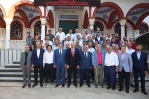 İstanbul Büyükşehir Belediye Başkanı Mevlüt Uysal ve Ümraniye Belediye Başkanı Hasan Can Medine Cami Cematiyle Bir Araya Geldi