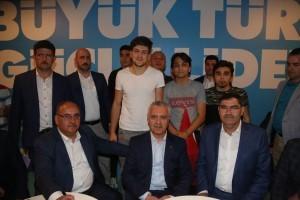AK Parti Genel Başkan Yardımcısı Mustafa Ataş ve Başkan Hasan Can ile AK Parti Ümraniye İlçe Başkanı Alemdağ Caddesi'ndeki AK Parti Ümraniye Seçmen Kafe'yi Ziyaret Etti