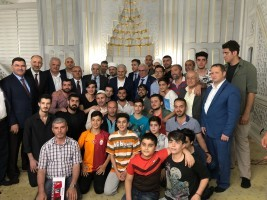 Başbakanımız Sayın Binali Yıldırım Teravih Namazını Ümraniye Hacı Ömer Karagül Camii'nde Kıldı