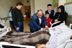 Başkan Hasan Can, AK Parti Ümraniye İlçe Başkanı Av. Mahmut Eminmollaoğlu'nun Annesini Hastanede Ziyaret Etti
