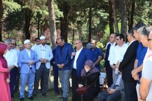 15 Temmuz Şehitleri Ümraniye'de Kabirleri Başında Dualarla Anıldı