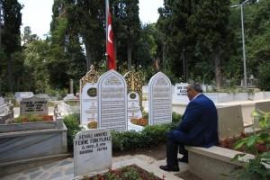 Başkan Hasan Can 15 Temmuz Şehitlerimizden Erol Olçok ve Oğlu Abdullah Tayyip Olçok'un Kabirlerini Ziyaret Etti