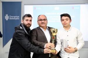 Başkan Hasan Can Camii Gençlik Kolları ve Kuran Kursları Akıl Oyunları ile Masa Tenisi Turnuvalarının ödül Törenine Katıldı