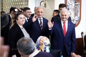 AK Parti İstanbul Büyükşehir Belediye Başkan Adayı Binali Yıldırım Ümraniye'de Vatandaşlarla İftar Yaptı