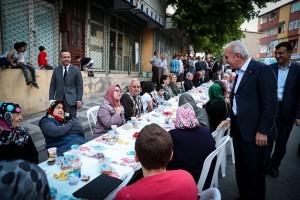 Başkan İsmet Yıldırım Kazım Karabekir Mahalle Sakinleriyle İftarda Bir Araya Geldi