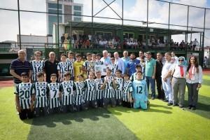 Başkan Yıldırım, Dudulluspor'un U 13 Takımına Şampiyonluk Kupasını Takdim Etti