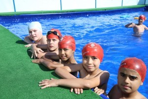 Ümraniyeli Çocukların Yüzme Keyfi Devam Ediyor