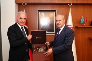 Ulaştırma ve Altyapı Bakanı Mehmet Cahit Turhan Başkan İsmet Yıldırım'ı Ziyaret Etti