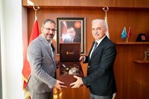 Gençlik ve Spor Bakanı Dr. Mehmet Muharrem Kasapoğlu Başkan İsmet Yıldırım'ı Ziyaret Etti