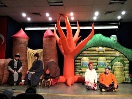 Ümraniye'de Çocuk Tiyatroları Eğlendirmeye Devam Ediyor