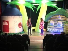Çocuklar Tiyatro Oyunları İzleyerek Eğlendi