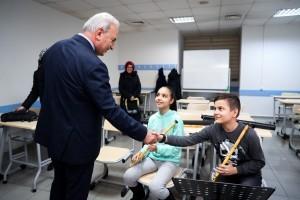 Başkan Yıldırım Müzik Akademisi'ndeki Öğrencileri Ziyaret Etti