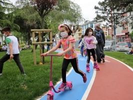 Kısıtlamanın Kaldırılmasından Sonra Parklara Koşan Çocuklar Doyasıya Eğlendi