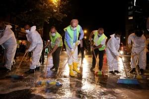 Başkan Yıldırım, Temizlik İşçileri ile Caddeyi Temizledi