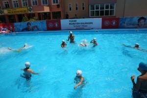 Yüzme Kursları Çocuklara Keyifli Bir Tatil Yaşatacak