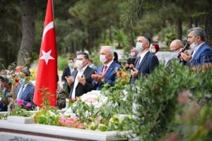 Başkan Yıldırım'dan Şehit Mezarları ve Şehit Yakınlarına Ziyaret