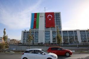 Ümraniye Belediyesi'nden Azerbaycan'a Bayraklı Destek
