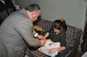 Başkan Can Evi Yanan Genç Çifte Sahip Çıktı