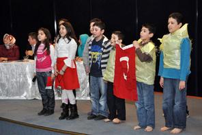 Çocuklar İstiklal Marşı'nı En Güzel Şekilde Okumak İçin Yarıştı