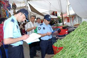 Ümraniye Zabıtasından Semt Pazarlarında Seyyar Satıcı ve Terazi Operasyonu