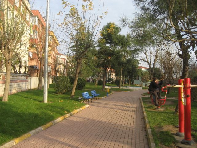 LOKMAN HEKİM PARKI